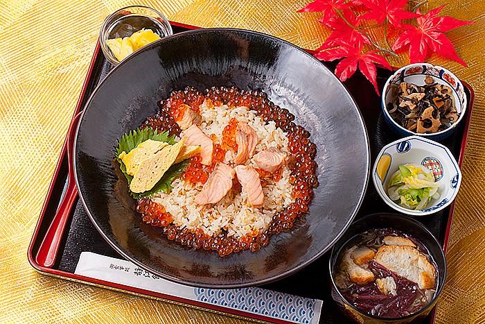 今日の一丼「山内鮮魚店 静江舘」の秋旨丼
