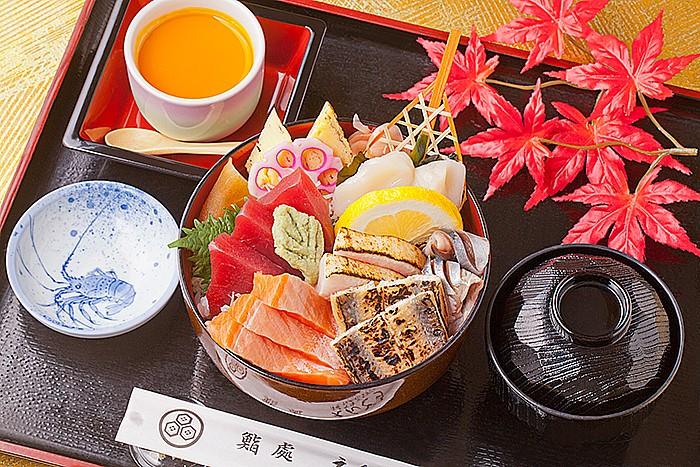 今週のイチ丼「鮨処 えんどう鮨」のキラキラ秋旨丼!