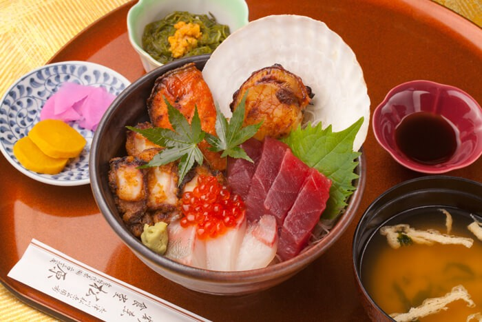 今週のイチ丼「松原食堂」のキラキラ秋旨丼!