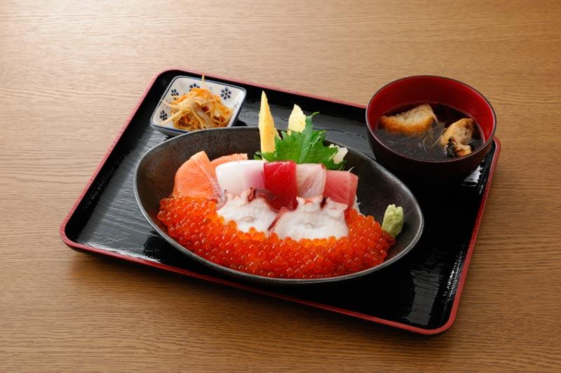 今週の1丼「弁慶鮨」のキラキラいくら丼!