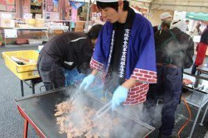 牛肉無料試食会&さんさん朝市収穫祭開催中!!