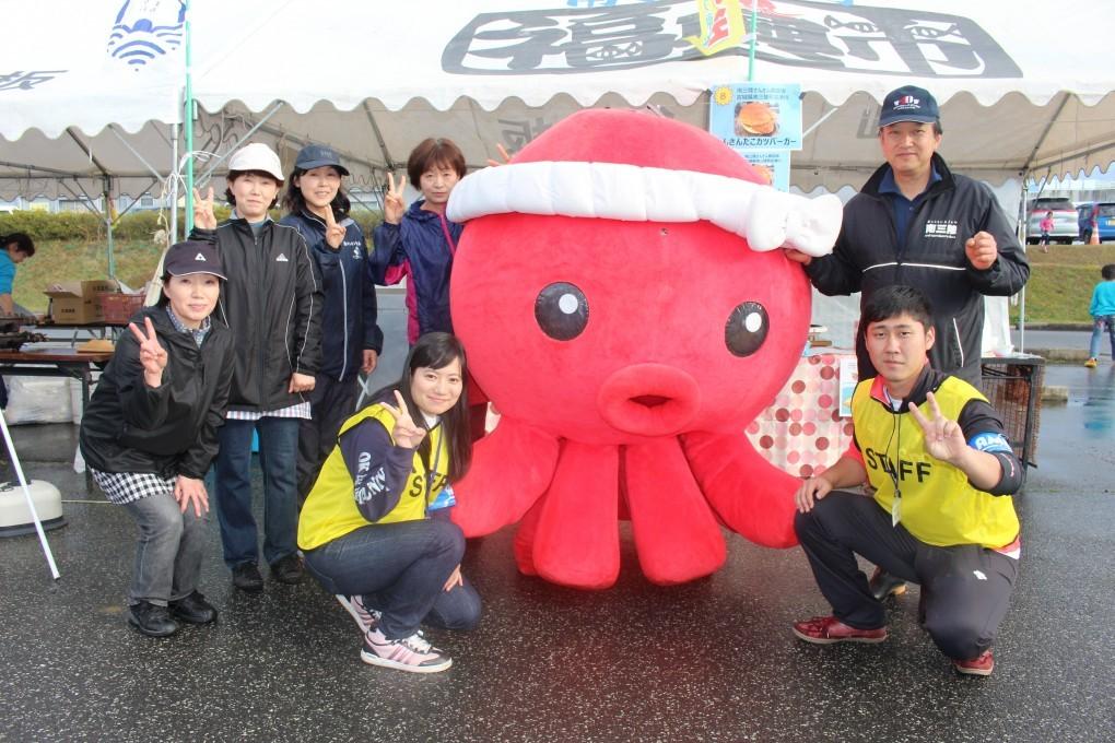 第11回復興グルメF‐1大会で、さんさん商店街が初優勝!!