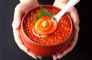 今週の1丼「創菜旬魚はしもと」のキラキラいくら丼!