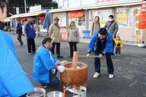 来年1月2日(火)MSNG様(商工会青年部OB)による『餅つきふるまい』が行われます!
