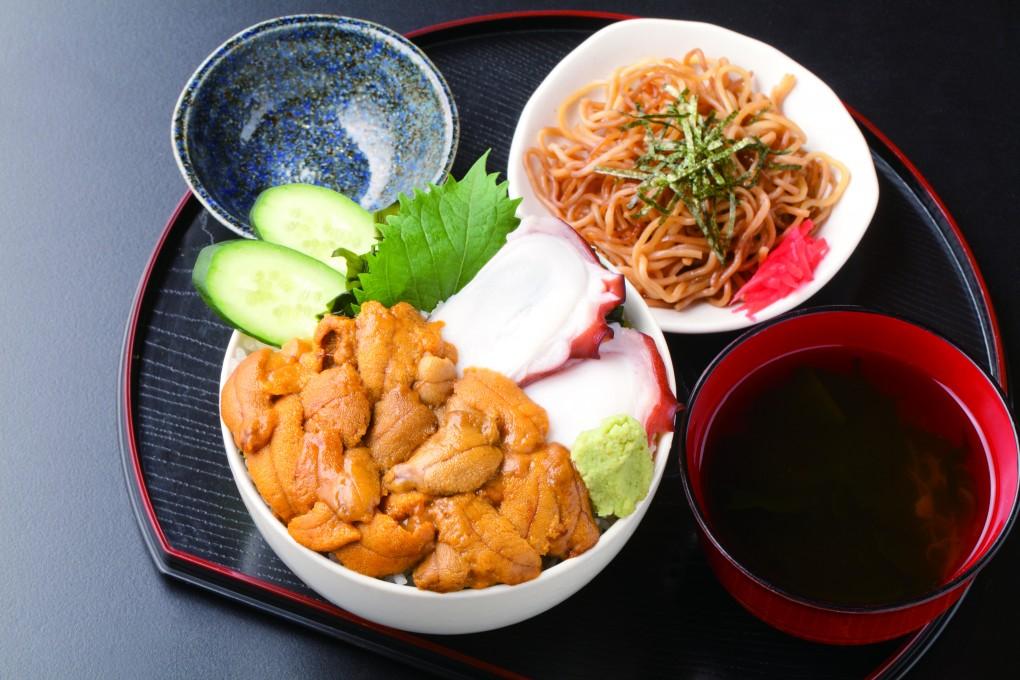 今週のイチ丼「豊楽食堂」のキラキラうに丼!
