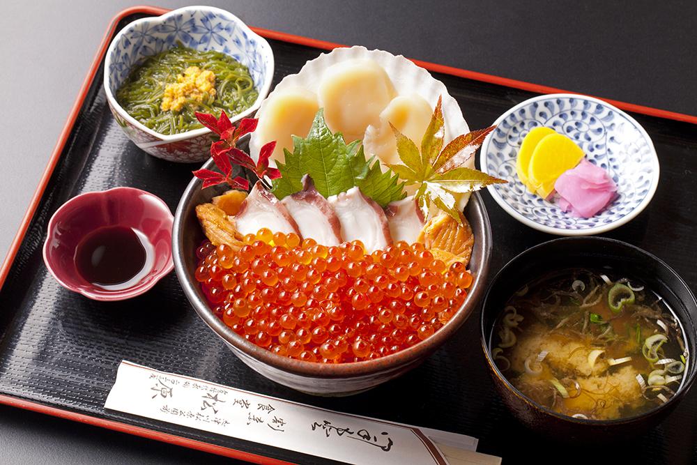 今週のイチ丼「松原食堂」のキラキラいくら丼!