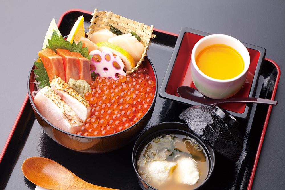 今週のイチ丼「鮨処 えんどう鮨」のキラキラいくら丼!
