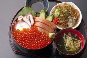 今週のイチ丼「豊楽食堂」のキラキラいくら丼!