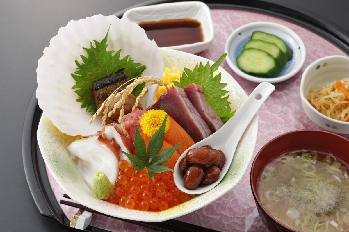 今週のイチ丼!「食楽 しお彩」のキラキラ秋旨丼!