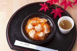 親子の共演!今週のイチ丼!「山内鮮魚店」のキラキラいくら丼!