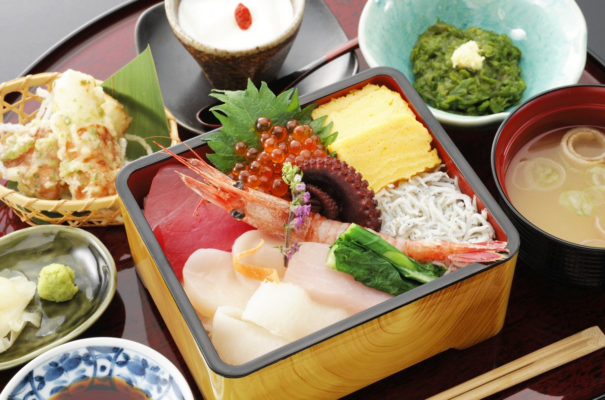 今週のイチ丼!トッカグンの同級生のお店でお馴染み「かいせんどころ梁」のキラキラ春つげ丼!