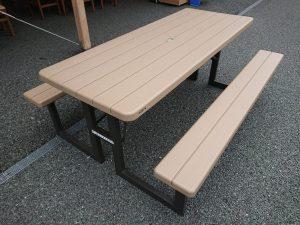 さんさんコート(フードコート)にテーブルと椅子を増設!モアイ側のスペースにもテーブルと椅子を設置いたしました!