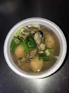"""及善蒲鉾店の""""牡蠣フェスティバル""""熱々メニュー『かまぼこ屋の牡蠣入りつみれ汁』!"""