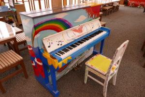 ストリートピアノを修理&調律いたしました!3月11日(月)は追悼セレモニーを行います!