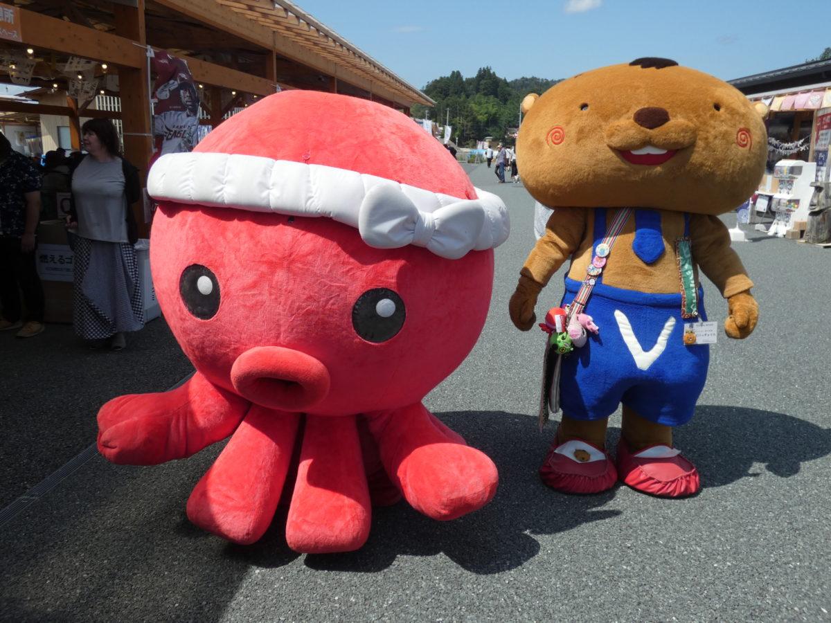 明日7月24日(土)は『オクトパス君&ビバッチェくん♪&みっけちゃん』が遊びに来るよ!