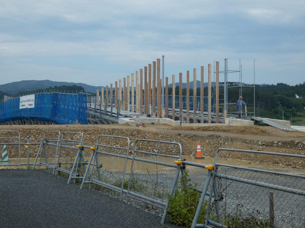 【定点観測】中橋の工事状況!金属製の柱に木材のカバーが取り付けられました!
