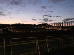 完成までもうすぐ!?中橋がライトアップされておりました!